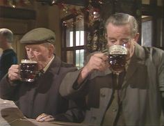Last of the Summer Wine - Episode All Mod Conned - Wally and Sid - Taking a break while out last-minute Christmas shopping with the wives. British Sitcoms, British Comedy, Last Of Summer Wine, English Comedy, Are You Being Served, Old Pub, Christmas Shopping, Childhood Memories, Actors & Actresses
