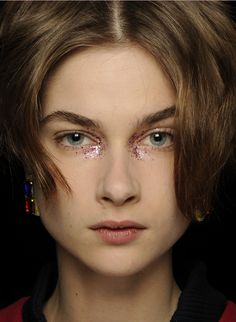 Flash! Pop! Shrinking violets and wallflowers be warned and sequin lovers rejoice! This fall beauty look has been pulled straight from the runway and we're going to tell you all about it!