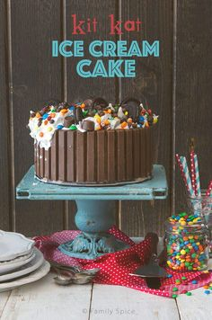 Whether for a birthday or a summer party, everyone will gaga over this Candy Shop Kit Kat Ice Cream Cake. Customize it with your favorite ice cream flavors! Köstliche Desserts, Best Dessert Recipes, Frozen Desserts, Cupcake Recipes, Cupcake Cakes, Frozen Treats, Desert Recipes, Ice Cream Birthday Cake, Ice Cream Party