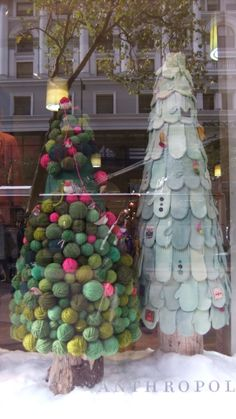 It's Anthropologie holiday window time! View the post >> And some holiday decor you can buy: Via All Things Christmas, Winter Christmas, Christmas Time, Christmas Crafts, Christmas Windows, Christmas Window Display Retail, Winter Window Display, Snoopy Christmas, Anthropologie Display