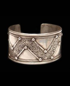 Contemporary silvered metal cuff bracelet from Afghanistan | 60£