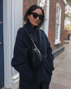 A Complete Guide to Choosing The Perfect Coat That Complements Your Taste This Season - Best Fashion Tips Minimalist Fashion Women, Minimal Fashion, Women's Summer Fashion, Autumn Winter Fashion, Autumn Paris, Trendy Outfits, Fashion Outfits, Womens Fashion, Fashion 2017