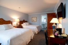 Looking for a great spot for a girl's weekend?  Look no further.  Stay in our newly renovated Stonington House and walk to the downtown shops and restaurants!