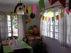 Banderines de colores, flores y todo para decorar tu fiesta