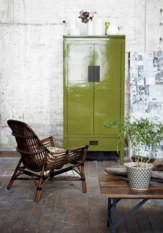Love the green painted cabinet. Great for plant pots and other gardening stuff.