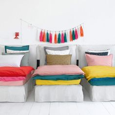 A colorful kids' room built for sleepovers (and bonding by flashlight).