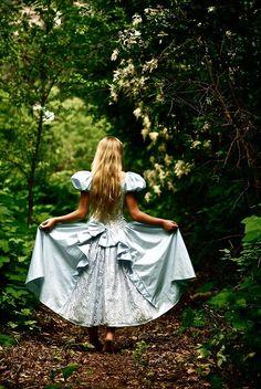 Alice in Wonderland / karen cox. Alice In Wonderland Aesthetic, Adventures In Wonderland, Wonderland Alice, Chesire Cat, Fantasy Photography, Piano Photography, Photography Ideas, Lewis Carroll, Through The Looking Glass
