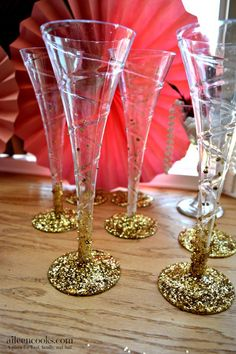 The Great Gatsby Themed Bridal Shower. This Roaring 20s inspiring wedding shower was full of flapper dresses, feathers, glitter, and pearls. They served a champagne brunch including mimosa bar and french toast cups. | aileencooks.com