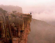 Mexico - La Piedra volada de Barrancas del Cobre.  Para literalmente estar al pie del cañón… en Barrancas del Cobre, Chihuahua.