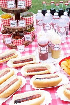 Party Food Ideas on a Budget: Hot Dog Bar Looking to host a party? Try our party food ideas on a budget for one they will never forget. We will show you how to host a hot dog bar for a crowd for less! Bbq Party, Host A Party, Bbq Food Ideas Party, Backyard Barbeque Party, Party Food Bars, Kid Party Foods, Budget Party Food, Cool Party Ideas, Party Food For Kids