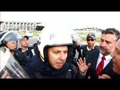 Deputados enfrentam  a Polícia Militar nas manifestações em Brasília.