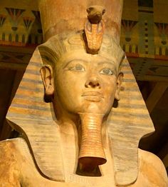 Colossal statue of Tutankhamun, Temple of Ay and Horemheb, Medinet Habu, Thebes (modern Luxor), Egypt (2014 photo, exhibit in the Oriental Institute Museum, University of Chicago, Chicago, Illinois, USA)