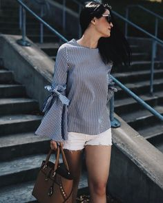 On aime le combo shorts blancs  chemise à manches cloche  #lookdujour #ldj #whiteshorts #bellsleeves #denim #streetstyle #spring #trendy #outfitideas #outfitinspo #inspiration #style #regram  @dtkaustin