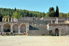 En la Antigua Grecia, un Asclepeion (o asklepieion) era un «templo curativo», consagrado al dios Asclepio.  Hacia el 300 a. C., el culto de Asclepio llegó a ser cada vez más popular. Los peregrinos acudían en gran número a los asclepeia para ser curados.