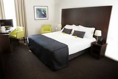Sandton Eindhoven Centre Eindhoven Located in the city centre of Eindhoven and only 150 metres from the Van Abbe Museum, Sandton Hotel benefits from an Italian restaurant, free Wi-Fi, a parking garage and bicycle rental service. Guests can also visit the hairdressers on site.