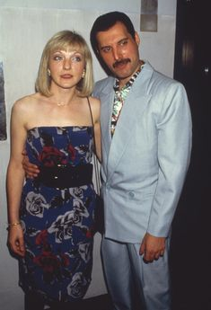 Freddie Mercury has hailed Mary Austin as the love of his life but there was one habit in the bedroom that would annoy his special friend. The Queen frontman enjoyed a romantic relationship , Queen Freddie Mercury, Mary Austin Freddie Mercury, Jim Hutton Freddie Mercury, Janis Joplin, Bryan May, Freddie Mercuri, Roger Taylor, Queen Photos, We Will Rock You