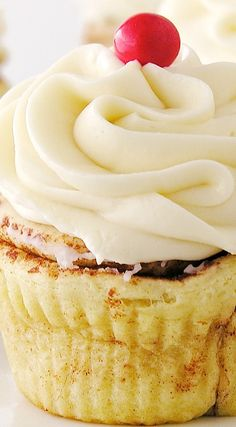 Cinnamon Roll Cupcakes with Cream Cheese Frosting