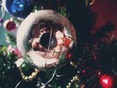 tentei fazer algo diferente pro natal.. apesar de todo mundo fazer isso, sei lá.. mais é isso, um feliz natal a todo mundo do flickr, e a seus familiares, que todos os sonhos de vocês se realizem, e aproveitem bastante esse resto de ano.. é isso, esp satisfied new year