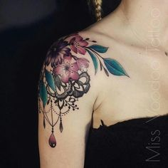 Tatto Ideas 2017 - Tattoos Aquarelle et Dentelle - Zeitleiste - tattoo - Orchidee Girly Tattoos, Up Tattoos, Trendy Tattoos, Flower Tattoos, Body Art Tattoos, Tatoos, Sweet Tattoos, Tattoo Ink, Lace Shoulder Tattoo