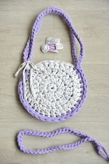 Bolso trapillo para niña 15€  Little T-shirt yarn bag 15€  Pedidos / Orders: sandunguera@ono.com