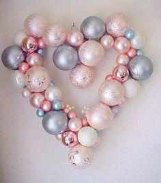 We could do these in blue, silver and white for the wedding!!! Christmas time is almost here, lots of bulbs :)