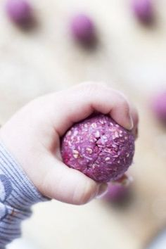 Raspberry Coconut Breakfast Balls are perfect for Baby-led Weaning (BLW) Made from oats, almond flour, raspberries, coconut and coconut oil. A healthy start to the day