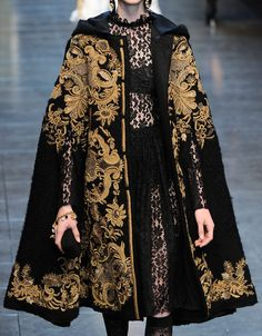 Dolce & Gabbana Autumn/Winter 2012 Nice cape! I think it would be better with some dragons on it also.
