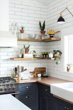 30+ Modern Rustic Kitchen Decor Open Shelves Ideas #kitchens #kitchendesign #kitchendesignideas