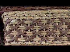 "▬► Плетем из газет красивый узор ""Крестики"" / Pattern ""Crosses"" Newspaper Basket, Newspaper Crafts, Paper Weaving, Tapestry Weaving, Wicker Bedroom Furniture, Paper Video, Cross Patterns, Upcycled Crafts, Old Paper"