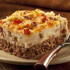 Cowboy Meatloaf and Potato Casserole substitute hamburger with ground turkey meat!Cowboy Meatloaf and Potato Casserole substitute hamburger with ground turkey meat! I Love Food, Good Food, Yummy Food, Tasty, Beef Dishes, Food Dishes, Main Dishes, Do It Yourself Food, Great Recipes