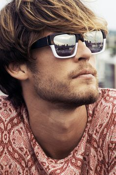 The Classy Issue New Ray Ban Sunglasses, Sunglasses Outlet, Nice Sunglasses, Stylish Men, Men Casual, Mens Glasses, Ray Ban Wayfarer, Men's Grooming, Trends