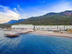 Grand Park Kemer Hotel, Akdeniz'in incisi Kemer'de güneşin gülümseyerek dokunduğu sıcacık kumları, serinleten turkuazın sessiz dalgaları arasında sizlere görkemli bir tatil sunuyor.
