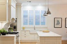 Celebrity Kitchens with Caesarstone Celebrity Kitchens, Celebrity Houses, Cottage Kitchens, Home Kitchens, Country Kitchens, Dream Kitchens, Coastal Cottage, Coastal Decor, Hamptons Decor