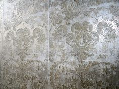 Our latest collection of ceramic wall tiles with a beautiful damask pattern design, distressed look and gold metallic surface effects. These 30x90 tiles have an authentic wallpaper look and add a touch of glamour to feature walls in bars, restaurants, hotels, private residences and luxury interior design projects. Contact us for further information.