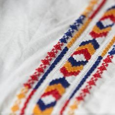 Hand Embroidery Videos, Hand Embroidery Designs, Embroidery Patterns, Cross Stitch Designs, Cross Stitch Patterns, Embroidered Bedding, Bobbin Lacemaking, Palestinian Embroidery, Bargello