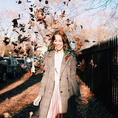 Um gostinho do outono no inverno  Outono é minha estação do ano favorita, acho tão lindo as folhas coloridas e o clima gostosinho  Qual a sua estação favorita?  do meu fotógrafo particular @vaifaru como sempre Melanie Martinez, Winter Is Coming, Youtubers, Portrait, Instagram, Inspiration, Women, Inspire, Tumblr