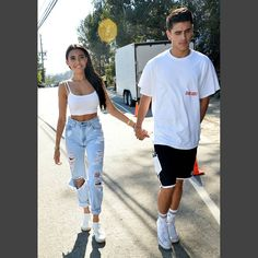 Madison Beer - Holds Hands With a Mystery Man at Just Jareds Party, Los Angeles, CA #MadisonBeer (August 13th, 2016)
