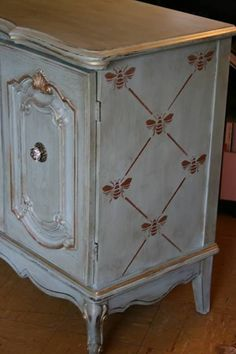 Vintage Furniture Beautiful muted blue Stenciled and Painted Furniture piece using the French Bee Trellis Furniture Stencils from Royal Design Studio. Chalk Paint Furniture, Hand Painted Furniture, Repurposed Furniture, Shabby Chic Furniture, Furniture Projects, Furniture Makeover, Vintage Furniture, Furniture Design, French Furniture