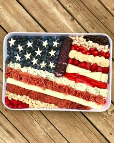 This American Flag Cheese Tray is such a cute and clever way to serve snacks on the of July, Memorial Day and Labor Day! I put together this American Flag Cheese Tray as a 4th Of July Desserts, Fourth Of July Food, 4th Of July Celebration, 4th Of July Party, Patriotic Party, 4th Of July Food Sides, Fourth Of July Recipes, 4th Of July Camping, Jell O