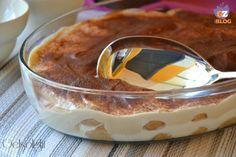 Tiramisù allo yogurt, ricetta dolce senza cottura, più leggera in quanto non contiene né mascarpone né uova crude, da servire in pirofila o in monoporzioni.