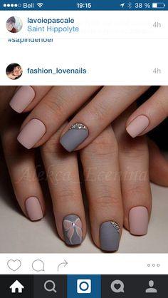 pink and grey matte nails Pink Grey Nails, Light Pink Nails, New Year's Nails, Fun Nails, Hair And Nails, Grey Nail Designs, Winter Nail Designs, Nagel Hacks, Nail Effects