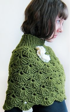 Fuente: https://www.etsy.com/listing/72235568/hand-crochet-capelet-in-green-for-a-lady?ref=tre-1842698773-13