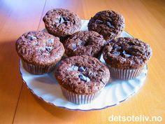 Sjokolademuffins! On The Go Snacks, Smoothies, Muffins, Deserts, Cooking Recipes, Vegetarian, Sweets, Vegan, Cookies