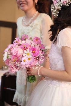 新郎新婦様からのメール コスモスとカスミソウのブーケ 明日館様へ2 : 一会 ウエディングの花