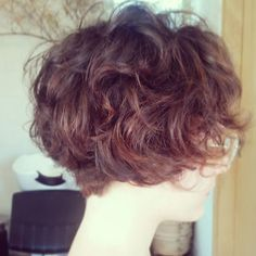A Naturalista ( Tomboy Hairstyles, Short Bob Hairstyles, Cool Haircuts, Cute Hairstyles, Asian Short Hair, Short Curly Hair, Wavy Hair, Curly Hair Styles, Short Hair With Layers