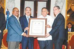Informando24Horas.com: Medina entrega Premio Nacional de Periodismo