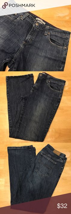 Tommy Hilfiger Boyfriend Fit Jeans 8 Great Condition. Worn Lightly around base of jeans. Worn a several times. No rips/stains. Smoke/Pet Free. 30in inseam. Tommy Hilfiger Jeans Boyfriend