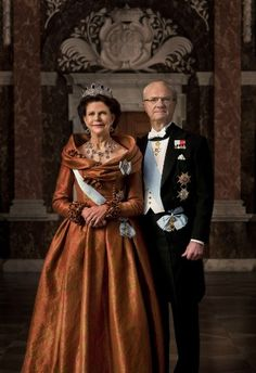 New 2013 official portraits of King Carl Gustav and Queen Silvia of Sweden