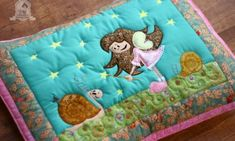 Így készült a párnahuzat Kids Rugs, Quilts, Blanket, Bed, Home Decor, Scrappy Quilts, Decoration Home, Kid Friendly Rugs, Stream Bed