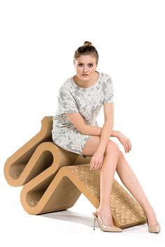 Sukienka z bawełny z koronkowym wzorem. Cotton dress with lace pattern.